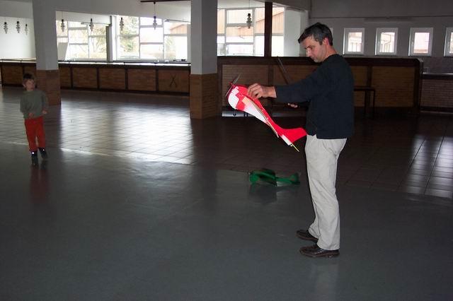 indoor_2003_64_20080124_1362217140