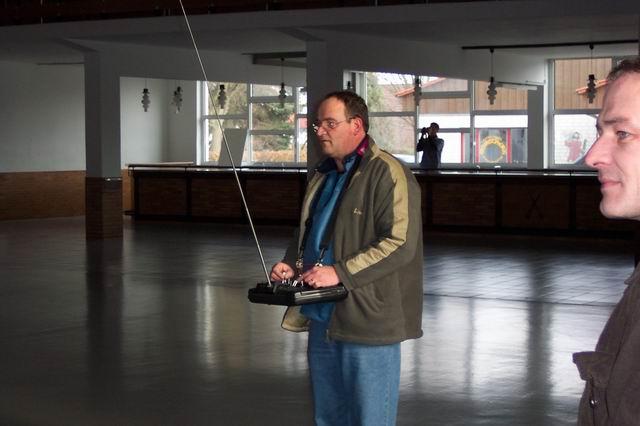 indoor_2003_76_20080124_1523106094